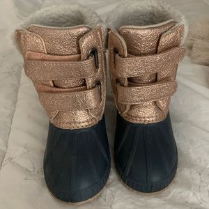 Gap toddler snow boots (insulated)